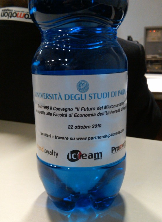 Nei convegni markettari anche l'acqua è sposorizzata :-)