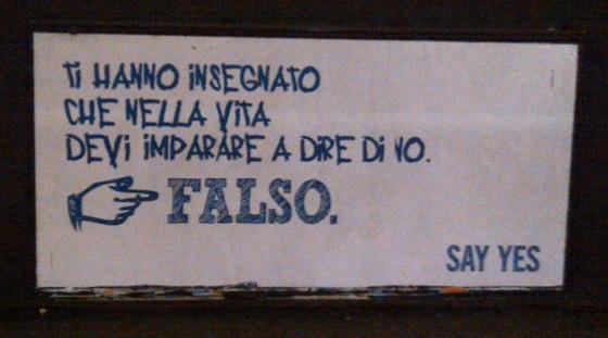 Un manifesto della campagna Nastro Azzurro dell'estate 2011 fotografato nella Metropolitana di Milano
