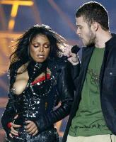 Il seno nudo di Janet Jackson mentre canta con Justin Timberlake